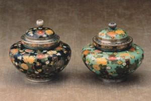 「菊花文飾り壷-二種」高9.0cm