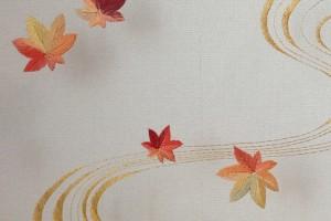 割繍で刺繍した紅葉